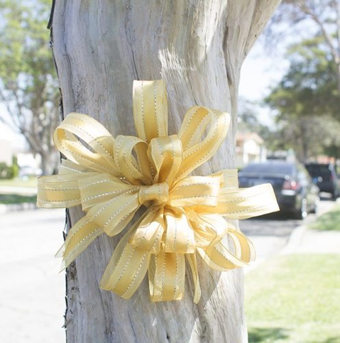 How to Make Decorative Big Yellow Ribbon Bows thumbnail