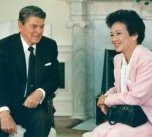 President Ronald Reagan and Philippine President Corazon Aquino meet on September 17, 1986 in the Oval office of the White House in Washington.